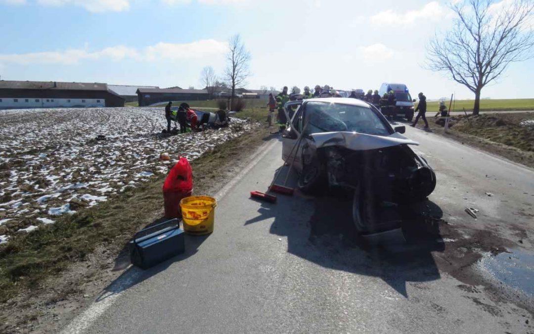 Verkehrsunfall mit eingeklemmter Person Ornading
