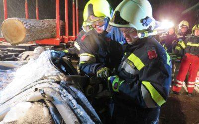 Übung – VU eingeklemmte Person unter Ladewagen