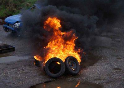 03 Brennende Autoreifen - Temperaturen um die 700 Grad Celsius